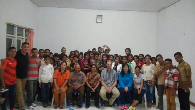 Kujungan dan Pelayanan ke STT Soe – Ps. Andreas berdoa   untuk mahasiswa-2